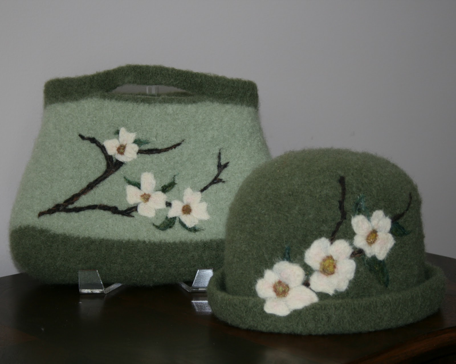 Gorgeous knit and fulled purses with needle felted designs - Needle felting design ideas ...