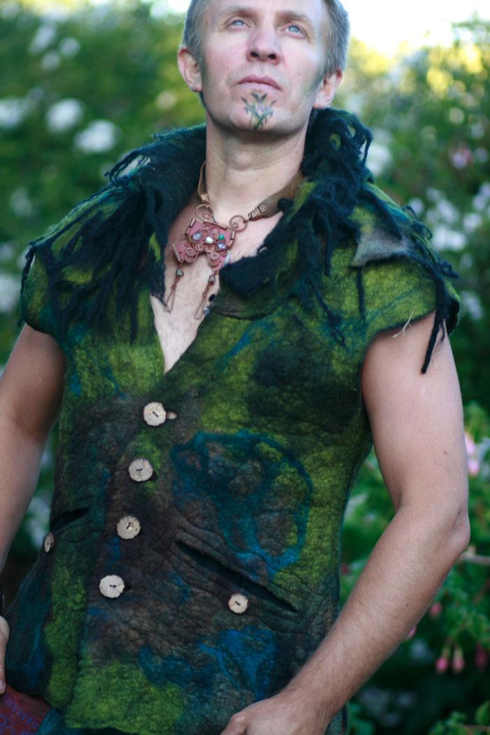 Katia-Mokeyeva_Felted Vest Men Man