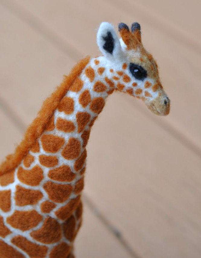 Lovely example of Needle Felted Animals! Needle Felted Giraffe by Shelly Schwartz Featured on www.livingfelt.com/blog