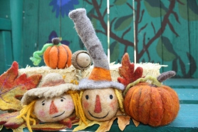 Free Needle Felting Tutorial: Fall Decor Needle Felting Scarecrows on www.livingfelt.com/blog