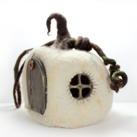 felted pumpkin house by Mudhollow aka Muddyfeet featured on www.livingfelt.com/blog