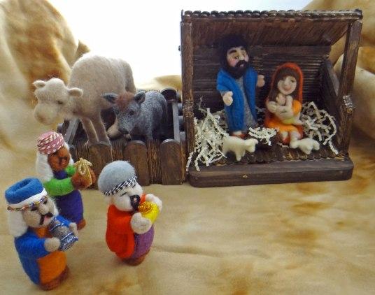 Needle Felted Nativity by Trish Vellieux featured on www.livingfelt.com/blog