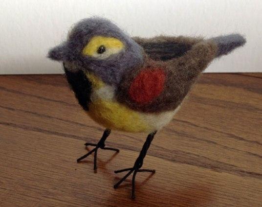 Laurie Paulik - realistic needle felted birds on www.livingfelt.com/blog