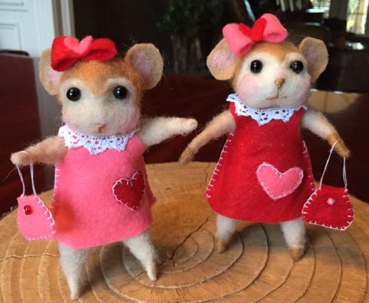 Needle Felted Mice Valentines by Patti Reiffel Dallas on www.livingfelt.com/blog