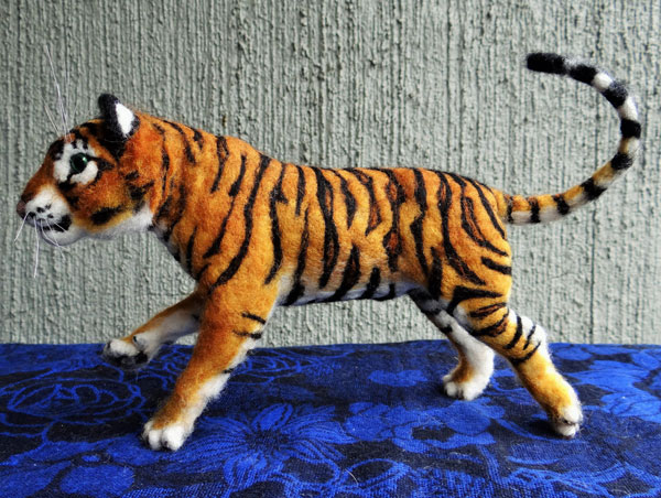 Needle Felted Tiger by Carol Rossi on www.livingfelt.com/blog