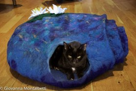 Felted Cat Cave by Giovanna-Montalbetti on www.livingfelt.com/blog