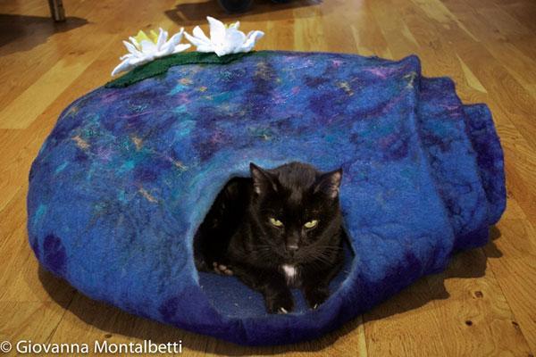 Felted Cat Cave by Giovanna-Montalbetti on www.livingfelt.com/blog