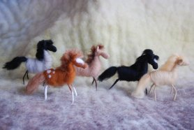 Needle Felted Horses by Lisa Bondurant featured on www.livingfelt.com/blog