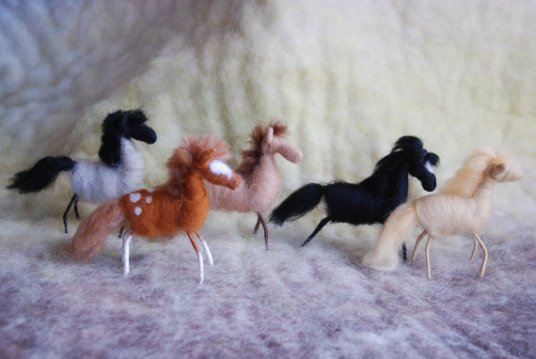 Needle Felted Horses by Lisa Bondurant featured on www.livingfelt.com/blog