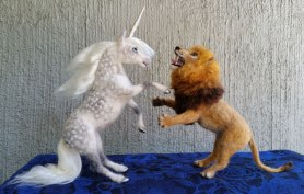 Needle Felted Unicorn and Lion by Carol Rossi on www.livingfelt.com/blog