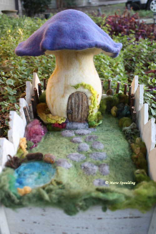 Needle Felted Fairy Garden by Marie Spaulding featured on www.livingfelt.com/blog