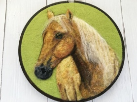 Horse Portrait by Inna Carlson featured on www.livingfelt.com/blog