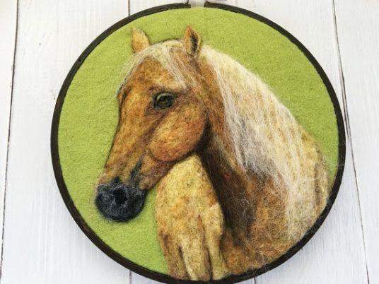 Horse Portrait by Inna Carlson featured on www.livingfelt.com/blog