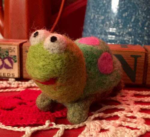 Needle Felted Turtle by Tiffany Gulledge featured on www.livingfelt.com/blog