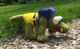 Needle Felted Alligator by Laura Davenport featured on www.livingfelt.com/blog