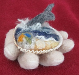 Needle Felted Ocean Scene by Caroline Lee featured on www.livingfelt.com/blog
