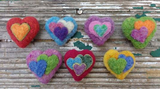 Needle Felted Mommy Hearts by Jessie Dockins featured on www.livingfelt.com/blog