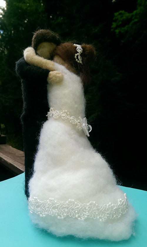 Needle Felted Wedding Couple Sculpture by Maureen Ring featured on www.livingfelt.com/blog