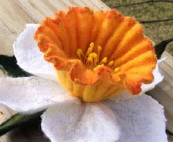 Felted Daffodil Brooch by Vera Runova featured on www.livingfelt.com/blog