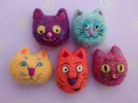 Needle Felted Cat Brooches by Carol Shimokochi featured on www.livingfelt.com/blog