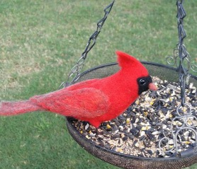 Felt Cardinal Bird by Tessa Bold featured on www.livingfelt.com/blog