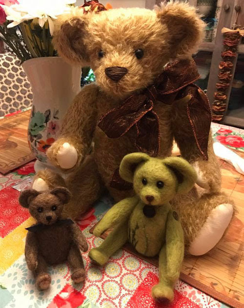 Needle Felted Teddy Bears by Kevin Scott Nobles featured on www.livingfelt.com/blog