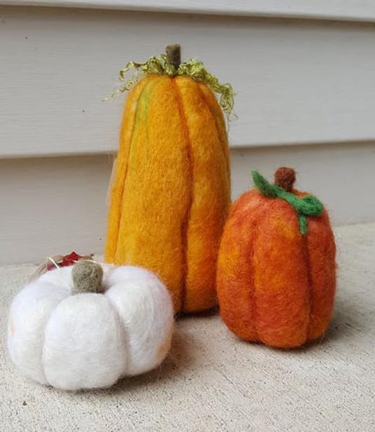 Felted Fall Pumpkins by Becky Lynn featured on www.livingfelt.com/blog.