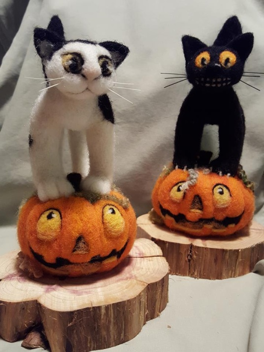 Felted Halloween Kittens by Linda Maurer-Wonser featured on www.livingfelt.com/blog